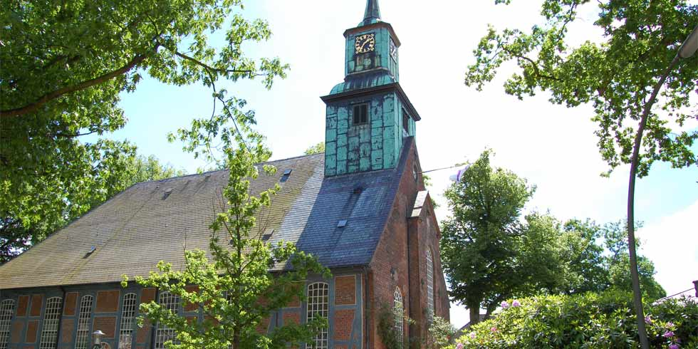 Denkmalpflege: Dach- und Fachwerksanierung der Kirche Nienstedten