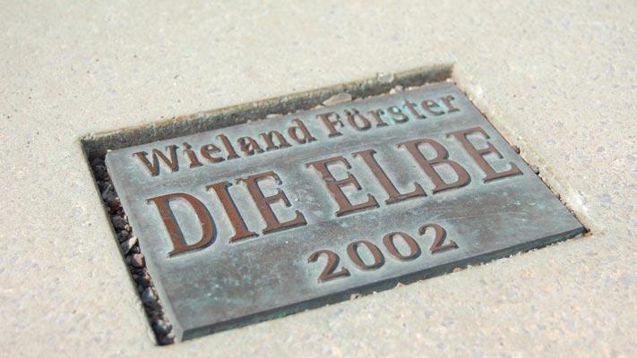 pi169-plastik-die-elbe-01