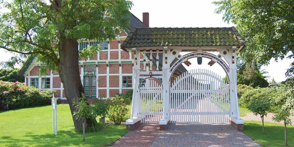 Denkmalpflge: Restaurierung der Prunkpforte Neuenfelde